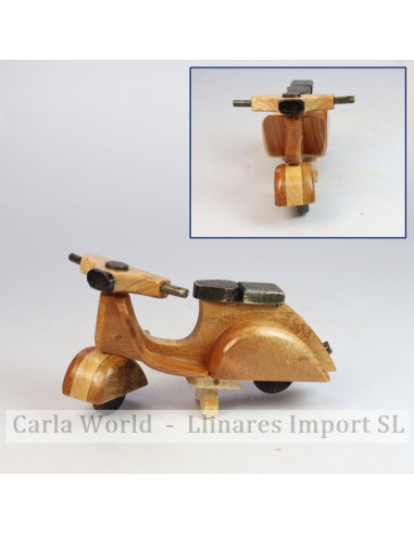 Small wooden vespa vehicle. 13,5x7x7,5cm